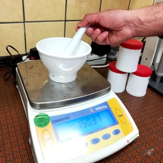 Anfertigung von Rezepturen in der Nordheide-Apotheke zwischen Bad Salzuflen und Lage